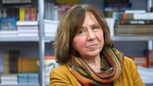 Los libros de Svetlana Alexievich critican a los regímenes políticos tanto en la Unión Soviética como después en Bielorrusia.