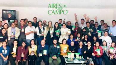 Aires de Campo ayuda al campo mexicano a través del apoyo a 82 pequeños productores para desarrollar, financiar o certificar productos orgánicos de calidad. Dichos productos los puedes encontrar en tiendas de autoservicio.