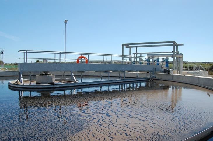 La biotecnología basada en la simbiosis alga-bacteria una alternativa sostenible y económica para el tratamiento de aguas residuales Foto EcoNoticias