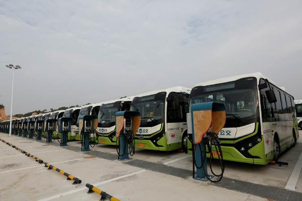 Estaciones de carga y autobuses eléctricos