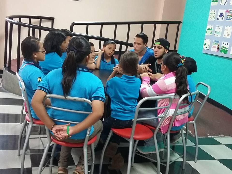 Jóvenes unidos contra la violencia infantil