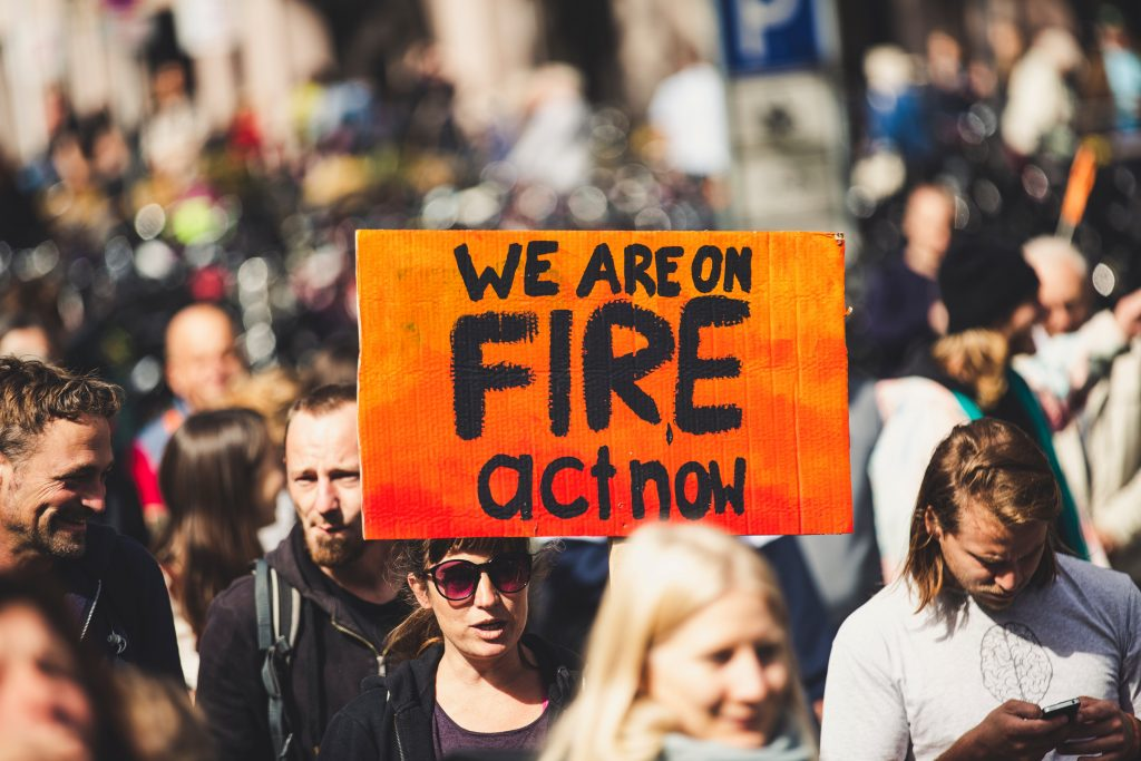 Siguiendo al movimiento iniciado por Greta Thunberg, millones de jóvenes marchan por el clima a través del mundo